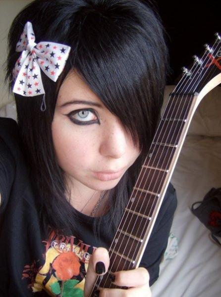 Emo Girls. http://www.emo-corner.com/forums/uploads_gallery/