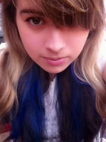 Hello >.<